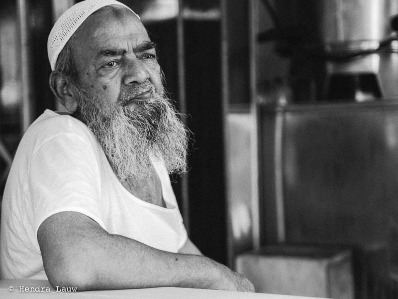An afternoon chat at a sarabat tea stall