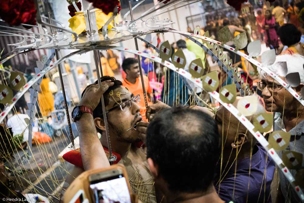 Thaipusam in Singapore - by Hendra Lauw